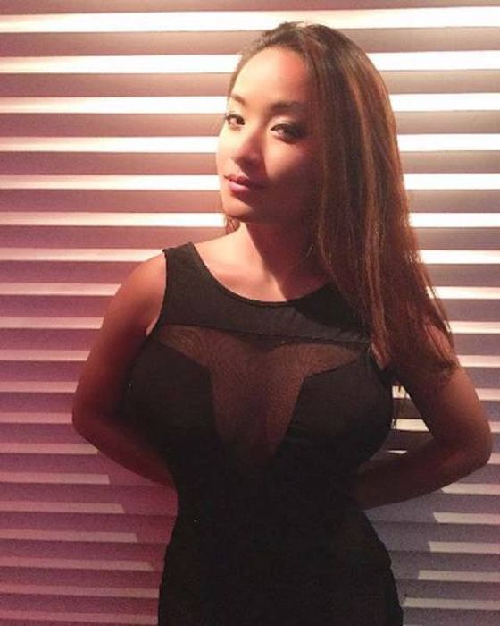These Girls Know How To Make A Mesh Dress Look Amazing (40 pics)