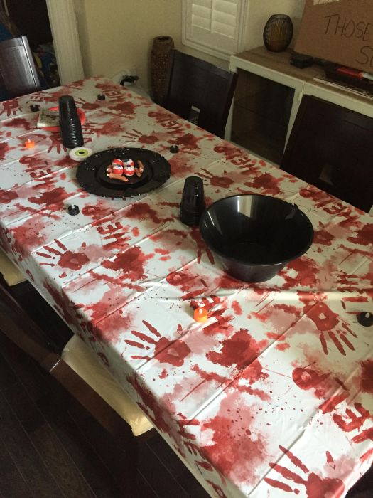 This Guy And His Wife Hosted An Awesome Walking Dead Premiere Party (14 pics)