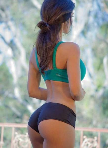 Sexy Girls In Sports Bras To Help Get You Through Your Day (40 pics)