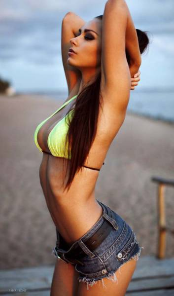 There's Something Really Hot About Long Hair (45 pics)