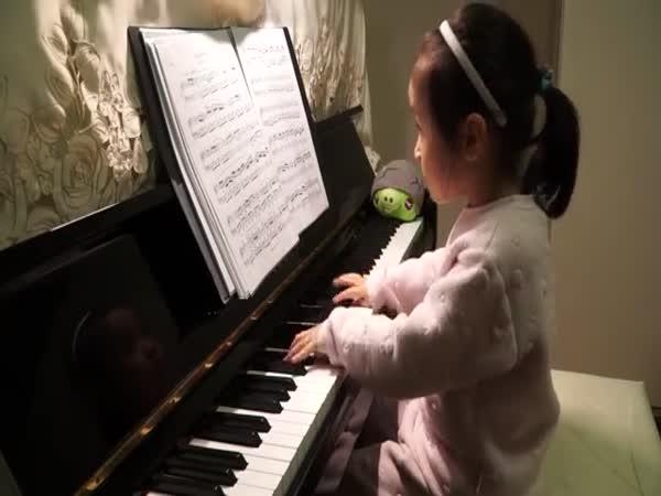 Encore Chen Age 5 Plays Clementi Piano