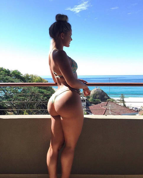 An Enticing Collection Of Girls With Beautiful Butts (45 pics)