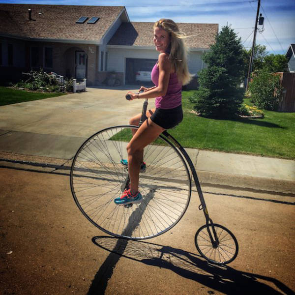 Sexy Girls On Bicycles That Will Put You In A Great Mood (41 pics)