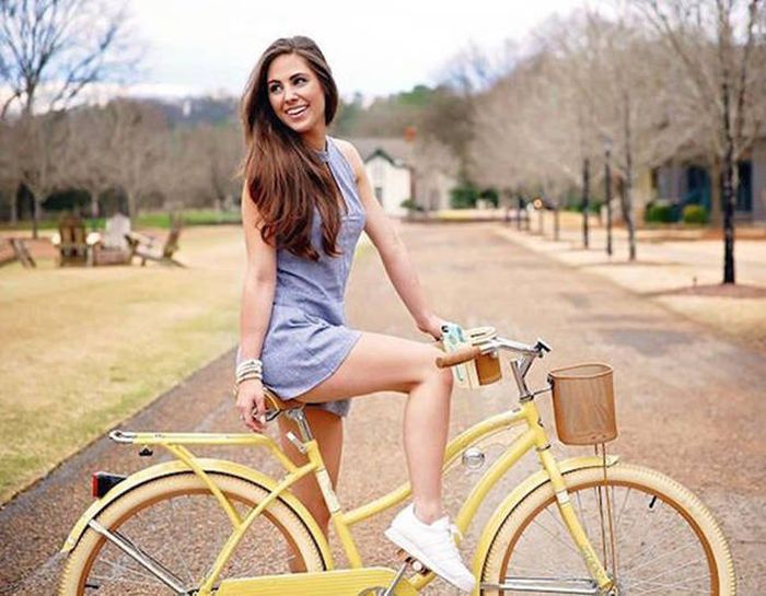 Sexy Girls On Bicycles That Will Put You In A Great Mood 41 Pics-7156
