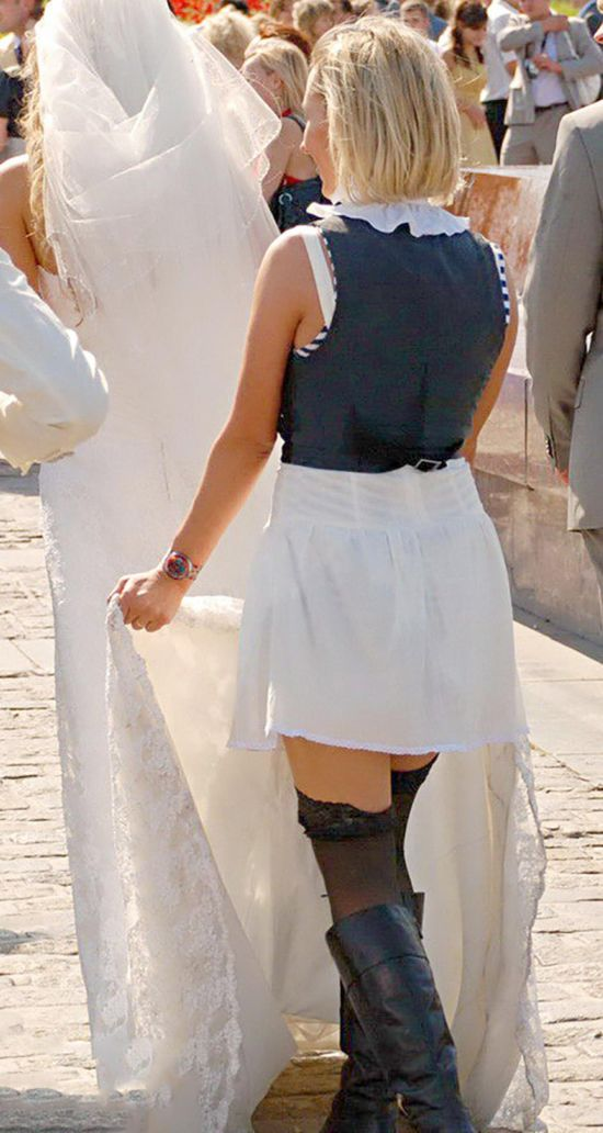 this is supposed_Woman In Short Skirt Steals The Show At A Wedding (11 pics)