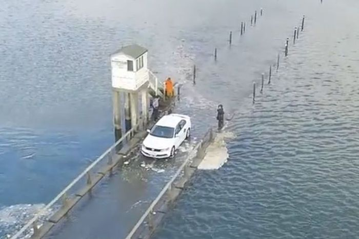 Drone Captures Uber Driver Racing Against The Sea Tide (5 pics)