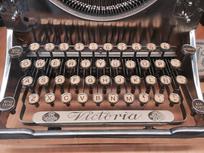Spain Is Home To A Massive Museum Filled With Typewriters (27 pics)