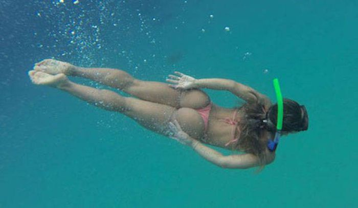 These Girls Love To Get Wet And Show Off Some Skin (45 pics)