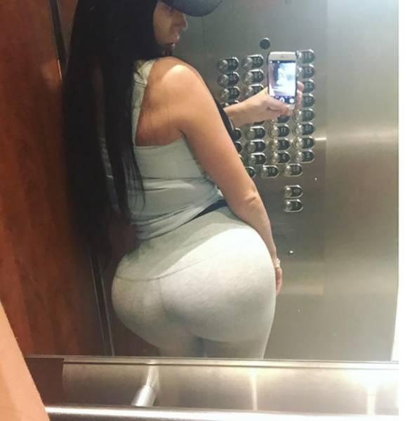 Kristyna Martelli Shows Off Her Big Bootylicious Butt (22 pics)