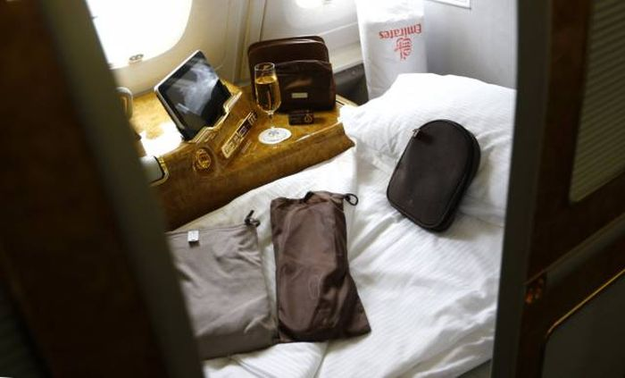 What First Class Travel Is Like On The World's Best Airline (13 pics)