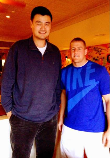 Incredible Photos Show How Big Yao Ming Actually Is (19 pics)