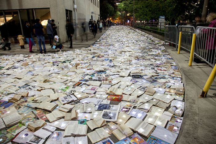 The Streets Of Toronto Have Been Flooded With Books (8 pics)