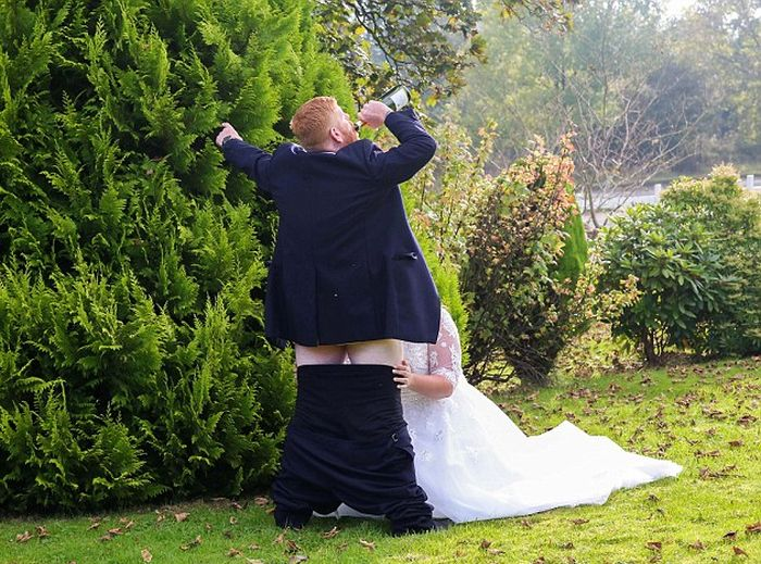 Couple's X-Rated Wedding Day Photo Goes Viral (2 pics)