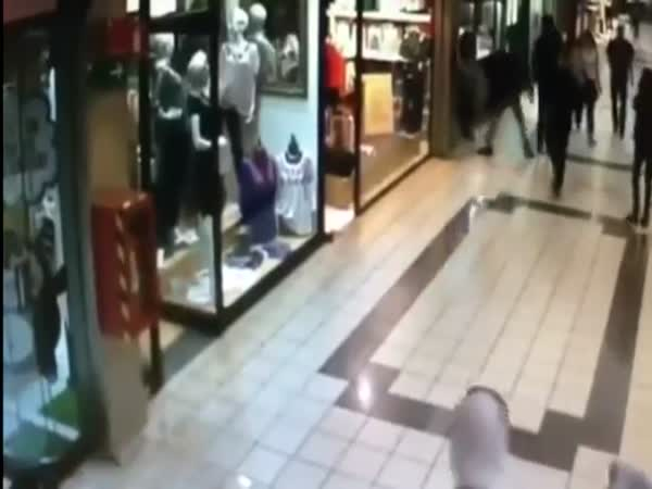 Old Man Stops A Thief With A Low Kick To The Legs