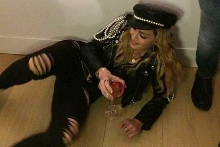 Madonna Drinks Wine On The Floor During Photography Exhibit (6 pics)