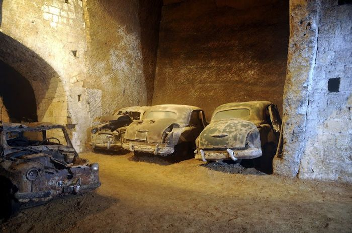 Below Naples There Is A Tomb Of Vehicles Frozen In Time (14 pics)