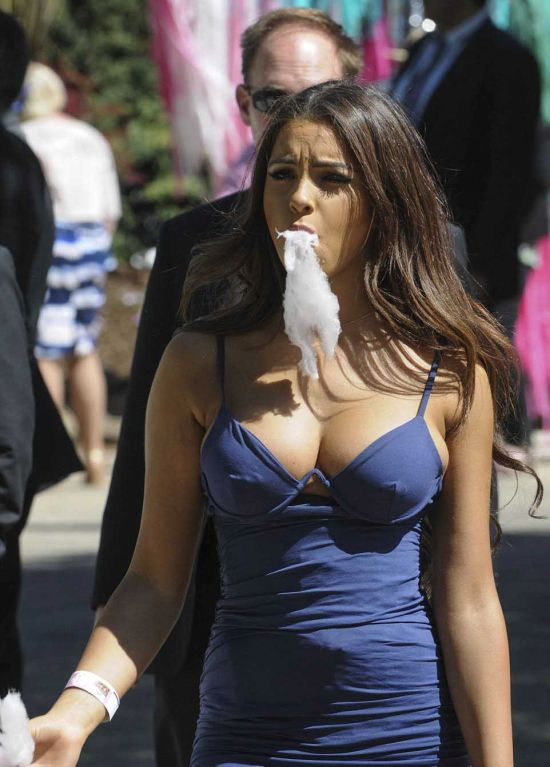 The Gorgeous Fairy Floss Girl Has Been Identified (7 pics)