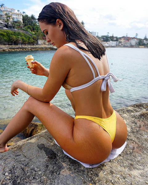 These Hot Babes Will Mesmerize You With Their Beautiful Butts (40 pics)