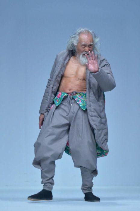 Elderly Grandpa Nails His Runway Debut At 80 Years Old (6 pics)