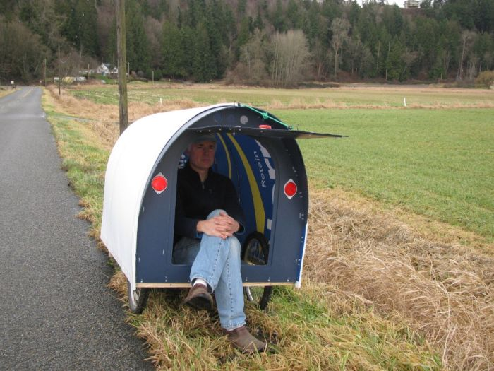 Meet The Man Who Spends His Days Traveling With A Tiny House (11 pics)