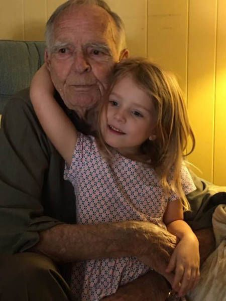 Little Girl Befriends An Elderly Man And Changes His Life (6 pics)