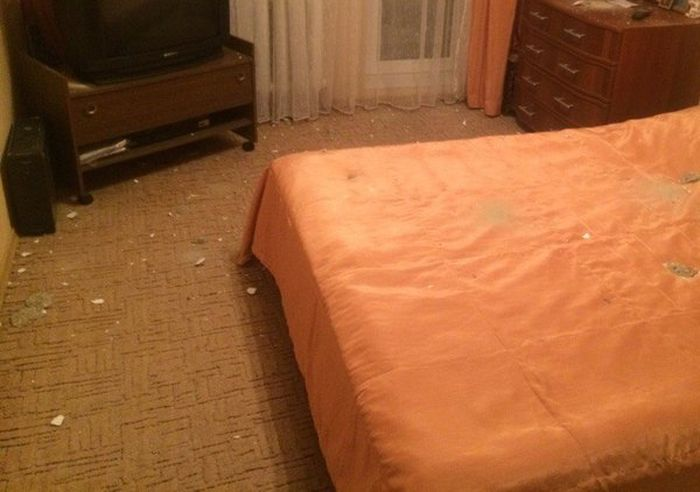 What It's Like To Have Awful Neighbors Upstairs (3 pics)