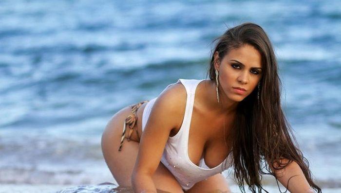 Hot Ladies On The Beaches Of Brazil (36 pics)