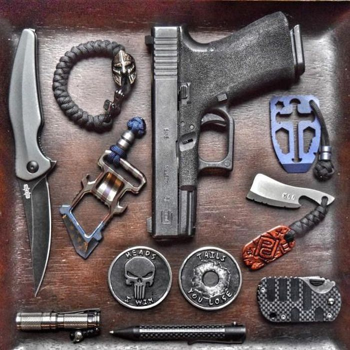A Cool Collection Of Survival Kits And Weapons (24 pics)