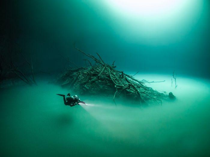 British Diver Finds Bizarre Underwater Lake Hidden In A Cave (6 pics)