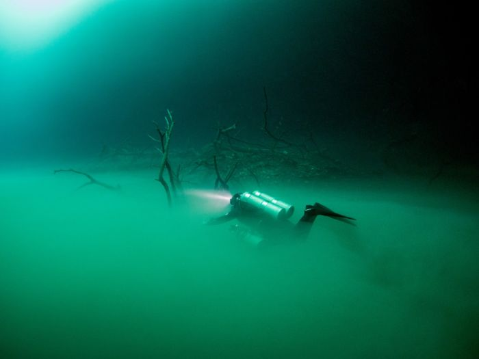 British Diver Finds Bizarre Underwater Lake Hidden In A Cave (6 pics)