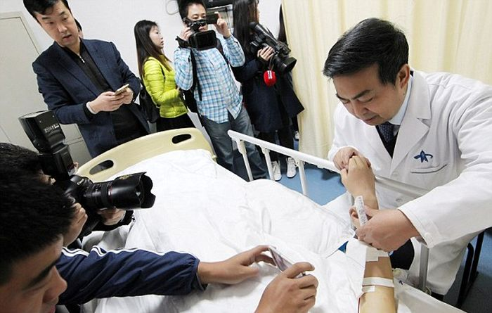 Chinese Doctor Grows Ear On Man's Arm To Help Restore His Hearing (3 pics)