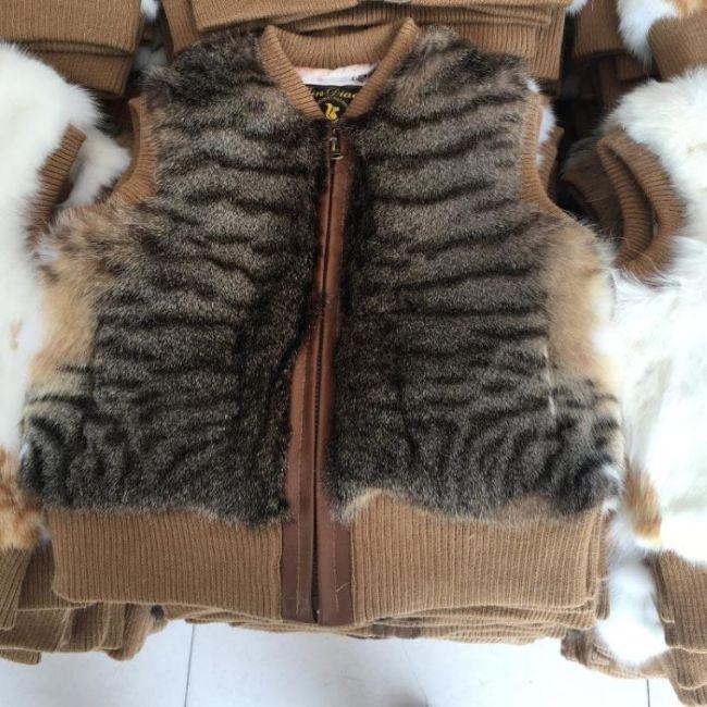 Chinese Fur Vests Raise Suspicion (7 pics)