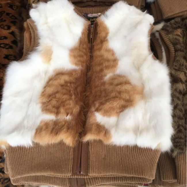 Chinese Fur Vests Raise Suspicion (7 pics)