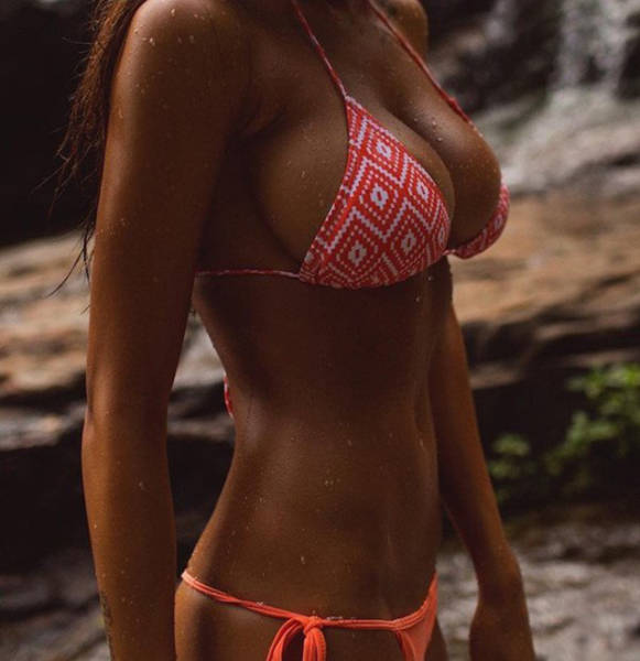 A Hot Collection Of Wet Girls To Help Get You Through The Day (49 pics)