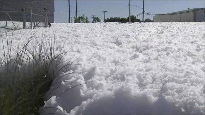 This Might Look Like Snow But It's Something Else Entirely (7 pics)