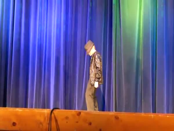 9-Year-Old Kid Steals Talent Show With Michael Jackson's Billie Jean Dance