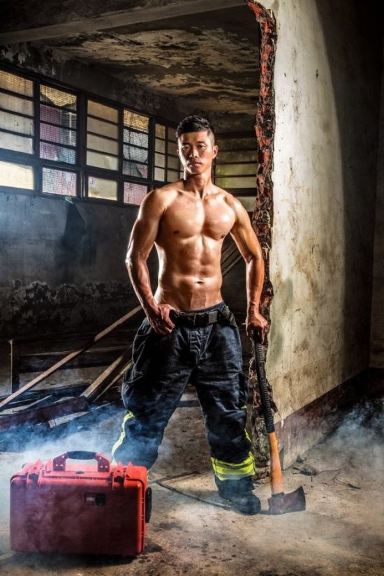 People Really Seem To Like These Photos Of Hot Firefighters (11 pics)