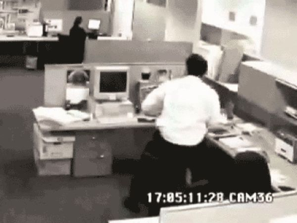 People Who Went Completely Insane At Work (16 gifs)