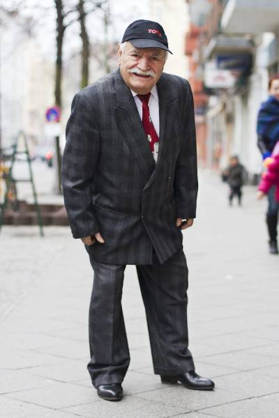 This 86-Year-Old Tailor Wears A Different Outfit To Work Everyday (25 pics)