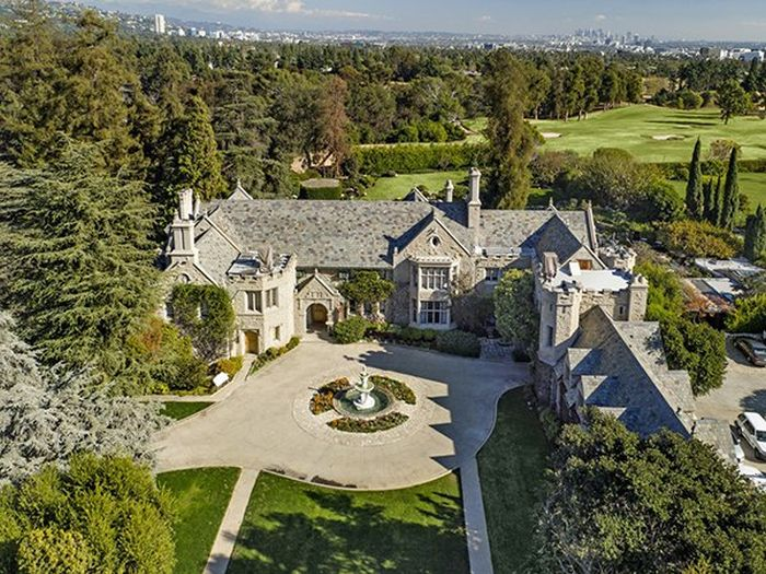 Interesting Facts You Need To Know About The Infamous Playboy Mansion (15 pics)