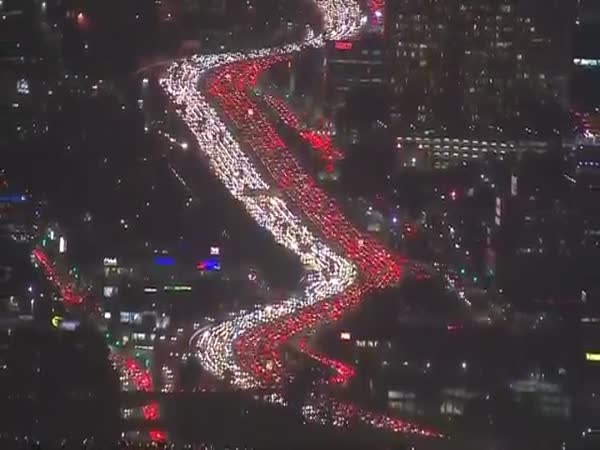 A Massive Traffic Jam Backe Up The 405 Freeway For Miles Los Angeles