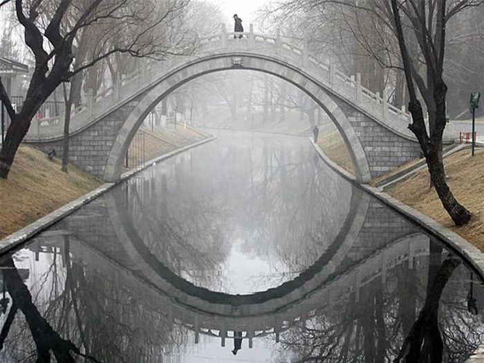 Crazy Reflections That Will Mess With Your Mind (43 pics)
