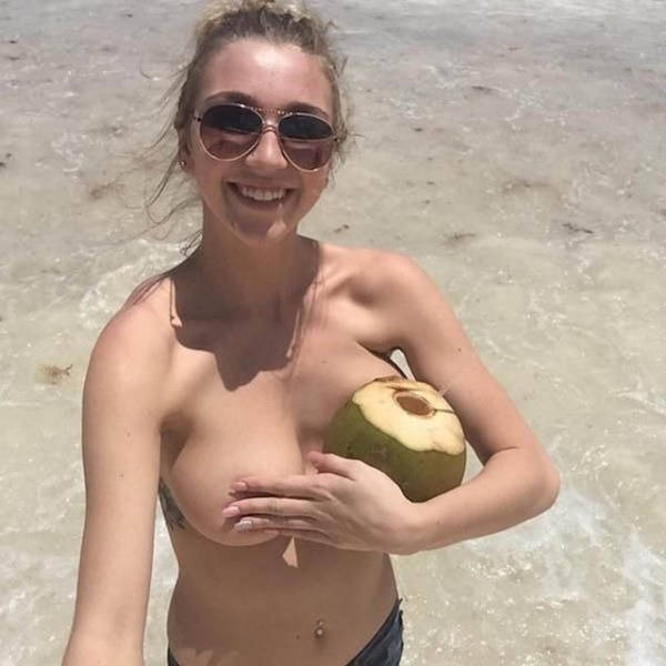 Pictures That Prove Women Don't Really Need Bras (54 pics)