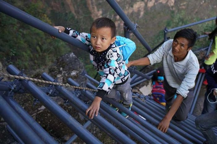 Chinese Government Builds A Ladder So Students Can Safely Get To School (16 pics)