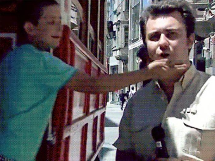 Epic Bloopers From News Broadcasts Gone Wrong (18 gifs)