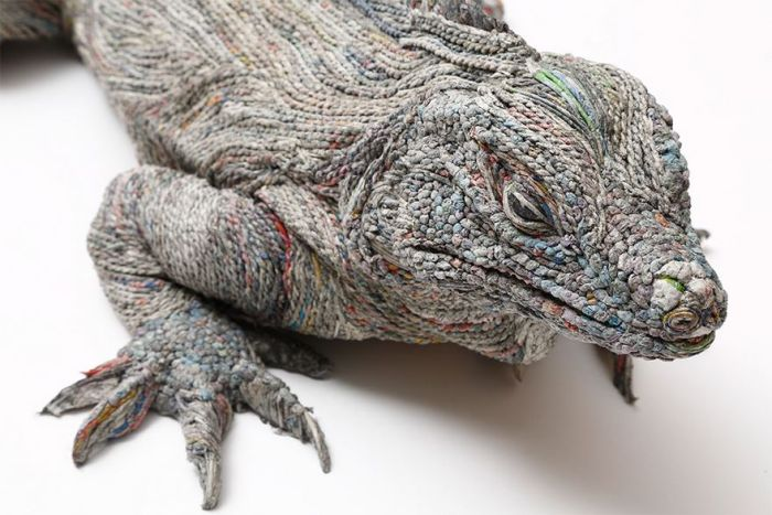 Japanese Artist Uses Newspaper To Create Breathtaking Animal Sculptures (8 pics)