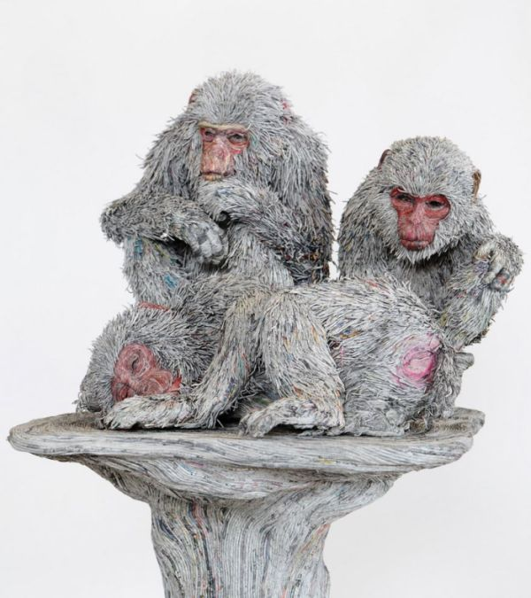 Japanese Artist Uses Newspaper To Create Breathtaking Animal Sculptures (8 pics)