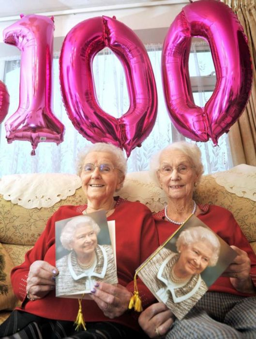 Twin Sisters Reveal Their Secret To A Long Life On Their 100th Birthday (9 pics)