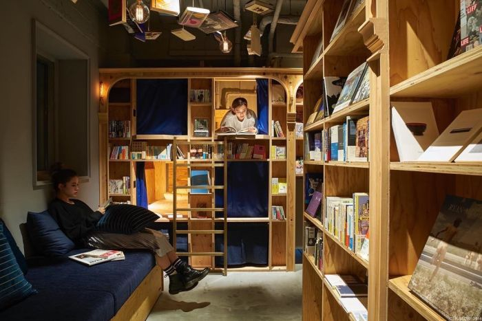 Tokyo Hostel Supplies A Book And A Bed (10 pics)