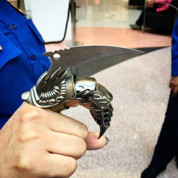 All The Crazy Weaponry That People Have Attempted To Take On A Plane (20 pics)